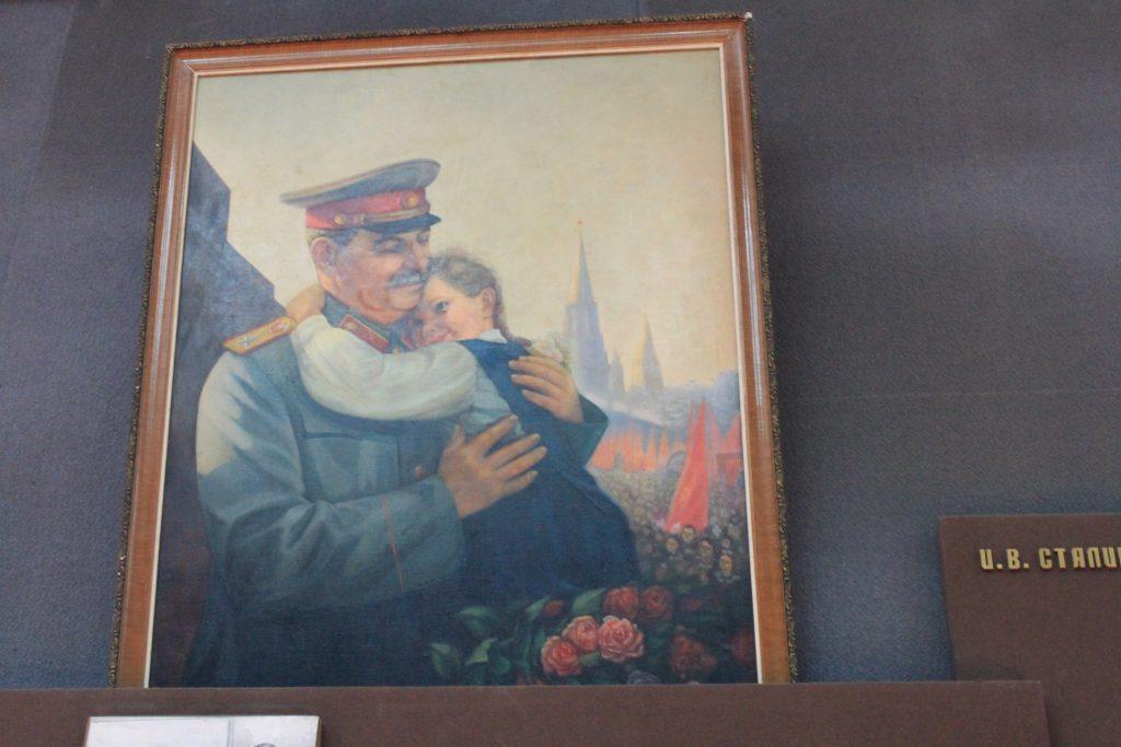 Gemälde: Stalin herzte die Tochter und tötete den Vater.