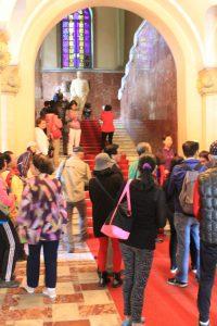 Touristen besuchen das Stalin-Museum.